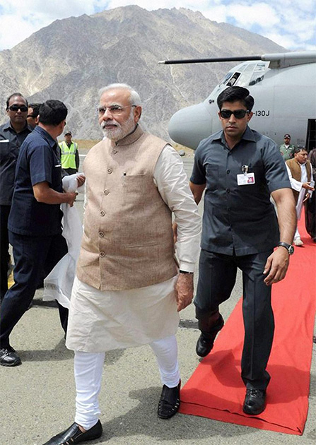कारगीलला पोहोचले पंतप्रधान नरेंद्र मोदी