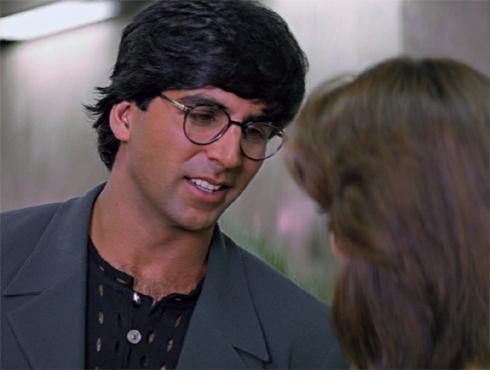 <h3>दिल तो पागल है</h3><br/>'यह दिल्लगी'नंतर अक्षय कुमारने पुन्हा या सिनेमातून 'यशराज फिल्म्स'बरोबर काम केलं. १९९७ साली आलेल्या या सिनेमाचं वैशिष्ट्य म्हणजे अक्षयने पहिल्यांदाच सुपरस्टार म्हणून नावाजलेल्या कलाकारांच्या मांदियाळीत प्रवेश मिळवला. माधुरी दीक्षित, शाहरुख खान या स्टार्सबरोबर अक्षयने काम करून आपणही तितकेच तगडे कलाकार आहोत हे आपल्या छोट्याशा भूमिकेतूनही दाखवून दिलं.