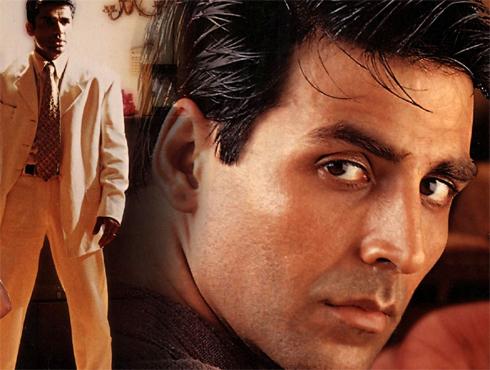 <h3>धडकन</h3><br/>एका सामान्य प्रेमकथेतला नायक म्हणून अक्षय कुमार या सिनेमात दिसला. एक रोमँटिक हिरो म्हणून लोकांना शांत, समंजस अक्षय कुमार पसंत पडला. शिल्पा शेट्टीच्या मनाविरुद्ध झालेल्या लग्नामुळे तिचा रोष ओढावून घेतलेला प्रेमळ नवरा, कर्तव्यदक्ष मुलगा अशा विविध आघाड्यांवर लढणाऱ्या नायकाची भूमिका अक्षयने केली होती.