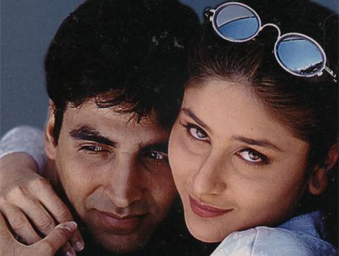 <h3>अजनबी</h3><br/>अब्बास-मस्तानच्या २००१ साली आलेल्या 'अजनबी' सिनेमात अक्षय कुमारने प्रथमच खलनायक साकारला होता. आपल्या पत्नीची संपत्ती हडप करण्यासाठी एका भारतीय जोडप्याचा वापर करून 'वाईफ स्वॅपिंग'सारख्या विकृत खेळाचा वापर करणाऱ्या विक्रम बजाजची भूमिका अक्षयने केली होती. या भूमिकेबद्दल अक्षय कुमारला सर्वोत्कृष्ट खलनायकाचं पहिलं फिल्मफेअर अवॉर्ड मिळालं.