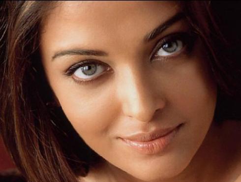 <h3>ऐश्वर्या राय (३९)</h3><br/>ऐश्वर्याने अभिषेक बच्चन याच्याशी लग्न केल्यानंतर ब्रेक घेतला. त्यानंतर ती आराध्याची आई झाल्याने सिनेमांना सुटी दिली. ती आता २०१४मध्ये पुन्हा मोठ्या  पडद्यावर पुनरागमन करण्याची बातमी आहे. बॅफेल मॉरियर यांच्या रिबेका या कांदबरीवर आधारित सिनेमा निघत आहे. हा सिनेमा मणिरत्नम दिग्दर्शीत करीत आहेत. मात्र, ती काम करणार आहे, याबाबत बच्चन कुटुंबियांकडून दुजोरा मिळालेला नाही.<br>