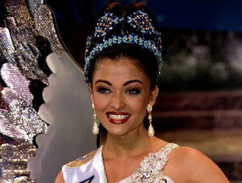 <h3>मॉडेलिंग आणि मिस वर्ल्ड</h3><br/>वयाच्या १७ व्या वर्षी १९९४ मध्ये ऐश्वर्याने 'मिस इंडिया' आणि 'मिस वर्ल्ड' चा किताब जिंकला होता. त्याच वर्षी ऐश्वर्यानं मिस फोटोजेनिक आणि 'मिस वर्ल्ड कॉन्टिनेन्टल क्विन ऑफ ब्युटी –एशिया अँड ओशिनिया'चा ही किताब पटकवला होता. हे सारे किताब पटकवल्यानंतर अख्ख जग ऐश्वर्याला आत्तापर्यतची सर्वात 'सुंदर मिस वर्ल्ड' म्हणून ओळखू लागले. बॉलिवूडमध्ये स्वतःचं वेगळं स्थान निर्माण करण्याआधी ऐश्वर्या मॉडेलिंग क्षेत्रातच कार्यरत होती.