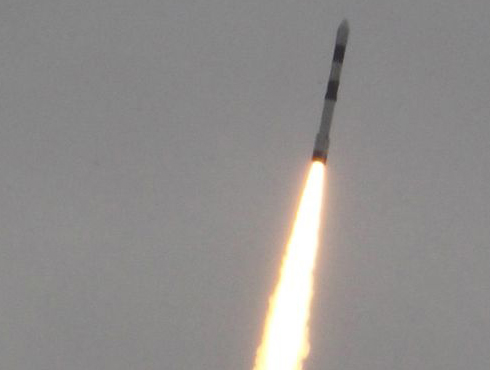 <h3>`इस्रो`ची कामगिरी</h3><br/>भारतीय अंतराळ संशोधन केंद्र (इस्रो)नं ९ सप्टेंबर २०१२ रोजी आपल्या १०० व्या मिशनचा शुभारंब केला. इस्रोनं १९ एप्रिल १९७५ रोजी 'आर्यभट्ट' या आपल्या पहिल्या उपग्रहानं श्रीगणेशा केला होता. आत्तापर्यंत इस्रोनं तब्बल खास भारतीय बनावटीचे ६३ उपग्रह आणि ३५ रॉकेटसची आपल्या इतिहासात नोंद केलीय.   <br>