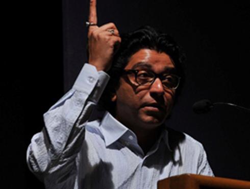 <h3>राज ठाकरे महाराष्ट्र पादाक्रांत करणार</h3><br/>www.24taas.com, मुंबई<br><br>मनसे अध्यक्ष राज ठाकरे हे लवकरच महाराष्ट्राचा प्रदीर्घ दौरा करणार आहेत. राज ठाकरे हे कोल्हापूरपासून आपल्या दौऱ्याला सुरवात करणार आहेत. महालक्ष्मीचे दर्शन घेऊन राज ठाकरे आपला दौरा सुरू करणार आहेत. त्यामुळे संपूर्ण महाराष्ट्रभर राज यांचा झंझावात मनसैनिकांना अनुभवता येणार आहे. <br><br>राज्यातील त्यांचा हा दौरा प्रदीर्घ असून कोल्हापुरातून सुरू होऊन कोल्हापूरमध्येच पहिली सभा घेणार आहेत. ५ फेब्रुवारी ते ९ मार्च असा दौऱ्याचा कालावधी असणार आहे. नुकताच उद्धव ठाकरे यांनी महाराष्ट्राचा दौरा केला होता. मनसेचे सर्वेसर्वा राज ठाकरे यांचा महाराष्ट्र दौरा फेब्रुवारी ते मार्च असा तब्बल एक महिन्याचा असणार आहे.<br><br>विधानसभा निवडणुका डोळ्यांसमोर ठेवून महाराष्ट्र नवनिर्माणे सेनेने मोर्चेबांधणी सुरू केली आहे. मुंबई, नाशिक, पुणे दौर्यानंतर ते मराठवाडा आणि विदर्भाचा दौरा करणार आहेत. तत्पूर्वी मनसेचे आमदार आणि पक्षाचे सरचिटणीस राज्याच्या विविध जिल्ह्यांना भेटी देणार आहेत. या दौर्यात स्थानिक पदाधिकार्यांशी चर्चा करण्यात येणार आहे. <br>
