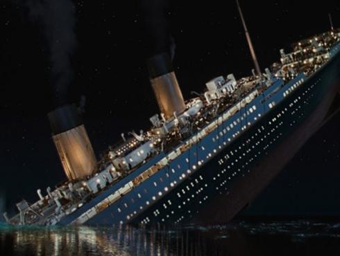 <h3>'टायटानिक'च्या जलसमाधीला १०० वर्ष पूर्ण</h3><br/>त्यावेळचं हे सर्वांत आधुनिक आणि अवाढव्य जहाज म्हणून 'टायटानिक' प्रसिद्ध झालं. साऊथेम्प्टन पासून न्यूयॉर्क शहरापर्यंतचं अंतर हे जहाज चार दिवसांत पूर्ण करणार होतं. १४ एप्रिल १९१२ च्या रात्री त्याचा प्रवास सुरू झालाही पण तो कधीच पूर्ण झाला नाही. १५ एप्रिल १९८२ च्या सकाळपर्यंत या जहाजाला जलसमाधी मिळाली होती. या अपघातात दीड हजारांच्या वर यात्रेकरूंनाही जलसमाधी मिळाली. आत्तापर्यंतच्या इतिहासातील या घटनेला समुद्रातील सर्वात भयानक घटना म्हणूनही ओळखलं जातं.  <br>