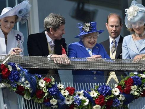 <h3>महाराणी एलिझाबेथ द्वितीय यांच्या शासनकाळाला ६० वर्ष पूर्ण</h3><br/>यूनायटेड किंग्डमच्या सर्वात जास्त काळ जीवित राहिलेल्या आणि सत्ता उपभोगलेल्या महाराणी एलिझाबेथ यांच्या शासनकाळाला यंदा ६ फेब्रुवारी १९५२ रोजी तब्बल ६० वर्ष पूर्ण झाली.<br>