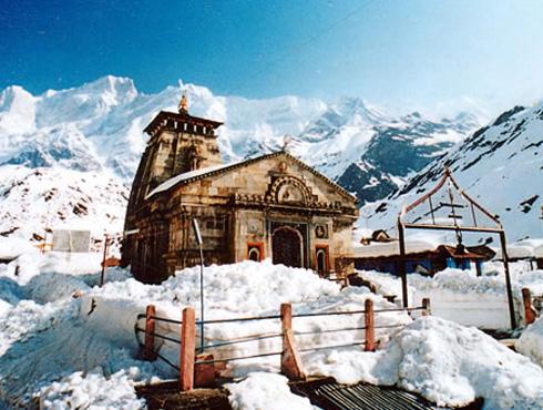<h3>केदारनाथ</h3><br/>हिमालयाच्या गढवाल पट्ट्यात उत्तराखंडात केदारनाथाचा निवास आहे. मंदाकिनी नदीच्या तटनिकटी केदारनाथ मंदिर आहे. हे मंदिर बहुतांशवेळा बर्फाच्छादित असतं. या मंदिरात प्रवेश करणं बर्फामुळे खूप कठीण असतं.