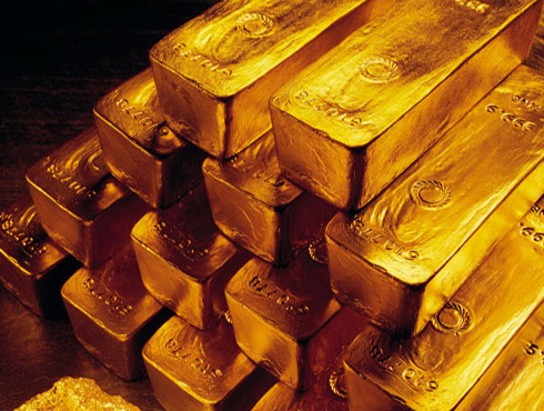 <h3>सोन्याच्या आयात शुल्कात वाढ</h3><br/><br>सोन्याची वाढती मागणी पूर्ण करण्यास समस्या निर्माण होत आहे. त्यामुळे सोन्यातीच्या आयात शुल्कात वाढ करण्याचे धोरण भारताने अवलंबिले आहे. ही शुल्क वाढ ४ ट्क्क्यांवरून ६ टक्क्यांवर करण्यात आलीय. आगामी २०१३च्या अर्थसंकल्पात सोन्याच्या आयात शुल्कात वाढ करण्याची शक्यता आहे.<br><br>आयात शुल्कच्या व्यतिरिक्त सुधारणा करण्यावर भर आहे. (१९९१च्या सुधारणा धोरणाबाबात) सोने आयातीवर प्रतिबंध करण्यात आले. त्यानंतर १९९१मध्ये सुधारणा केल्यात. यामध्ये आता बदल किंवा अधिक सुधारण्याची आवश्यकता आहे. त्यामुसान सोन्याची शुद्धता (कॅरेट) तपासणे करजेचे आहे. तसेच सोने आयातीची बॅंकाना परवानगी दिलेय आणि आयात शुल्कात वाढ केलेय, यात काही सुधारणा कऱण्याची गरज आहे. सोन्याच्या आयातीबाबत चौकशी केली पाहिजे.<br>