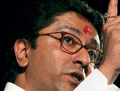 <h3>`राज ठाकरे पाठीत खंजीर खुपसतात`</h3><br/>www.24taas.com, मुंबई<br><br>राज ठाकरेंनी विरोधकांवर टीकास्त्रं सोडल्यावर आता त्यांच्या विरोधकांनीही राज ठाकरेंविरोधात तोफ डागली आहे. शिवसेनेने मनसेवरून भाजपाला टोला दिला आहे. <br><br>राज ठाकरे कशाप्रकारे पाठित खंजीर खुपसतात हे आता भाजपला कळलं असेल अशी खोचक प्रतिक्रिया शिवसेनेनं दिली आहे. शिवाय सेटलमेंटचे आरोप करुन राज ठाकरे स्टंटबाजी करत असल्याचा आरोप विधानसभेचे शिवसेना गटनेते सुभाष देसाई यांनी केला आहे. आधी भाजप मनसे यांचे एकमेकांशी फार गोड संबंध होते. भाजपला याबद्दल आम्ही सावधानही केलं होतं. आता भाजपला या गोष्टीचा अनुभव आला असेल, असं सुभाष देसाई म्हणाले. <br><br>दरम्यान, राज ठाकरेंच्या वक्तव्याचे नाशिकमध्ये पडसाद उमटले आहे. नाशिकमध्ये मनसेसोबत असलेली युती भाजप तोडण्याच्या विचारात आहे. यासंदर्भात भाजपने बैठक बोलवली आहे. <br>