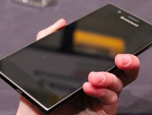 <h3>लेनोवो के ९००</h3><br/>या स्मार्टफोनचे प्रमुख आकर्षण म्हणजे त्याची मोठी स्क्रीन. गोरिगा ग्लास हे त्याचे खास वैशिष्ट्यं आहे. या स्क्रीनचे रिझोल्यूशन फुल एचडी म्हणजेच १०८० x १९२० इतके आहे. स्क्रीनचा आकार आहे ५.५ इंच. जर तुम्हाला मोठा टॅब्लेट वापरायचा नसेल तर हा लेनोवोचा ऑप्शन छान आहे. <br>