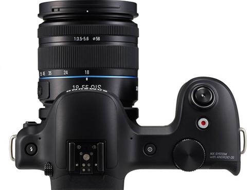 <h3>कधी येणार आणि किंमत काय?</h3><br/><br>सॅंमसंगने आतापर्यंत हा गॅलॅक्सी कॅमेरा कधी बाजारात दाखल होईल आणि त्याची किंमत काय आहे हे अजूनपर्यंत काही उघड केलेले नाही. परंतु, जवळपास ८० हजारांत हा कॅमेरा उपलब्ध होऊ शकेल असं सांगितलं जातंय.<br>