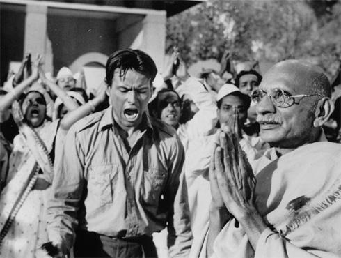 <h3>नाईन अवर्स टू रामा (१९६३)</h3><br/>हा सिनेमा पूर्णपणे कल्पनाविलास होता. या सिनेमात गांधींना मारण्यापूर्वीचे नऊ तास दाखवण्यात आले. या नऊ तासांत नथुराम गोडसेने काय केलं, हे चित्रित करण्यात आलं आहे. मुस्लिमांची हत्या आणि त्यांना होणारा त्रास या सिनेमात दाखवला. जे एस कश्यप या अभिनेत्याने गांधींची भूमिका साकारली तर होर्स्ट बहुशोल्झ  या अभिनेत्याने नथुराम गोडसेंची भूमिका साकारली.
