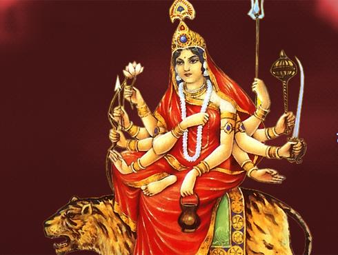 <h3>चंद्रघंटा</h3><br/><br>नवरात्रीत तिसऱ्या दिवशी दुर्गेच्या चंद्रघंटा रूपाची उपासना होते. तिच्या डोक्यावर चंद्रकोर आहे.चंद्रघंटा देवीला न्याय आणि धर्माची स्थापना करण्यास जबाबदार आहे असं मानलं जातं.