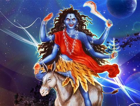 <h3>कालरात्रि</h3><br/><br>दुर्गेचे सर्वात हिंसक रूप म्हणून प्राचीन हिंदू साहित्यात प्रसिद्ध, कालरात्रिची सातव्या दिवशी उपासना होते. देवीचे हे रूप भक्तांच्या मनातमध्ये भीती निर्माण करणार आहे. सर्व आसुरी शक्तीचा नाश करणारी ही देवी आहे.