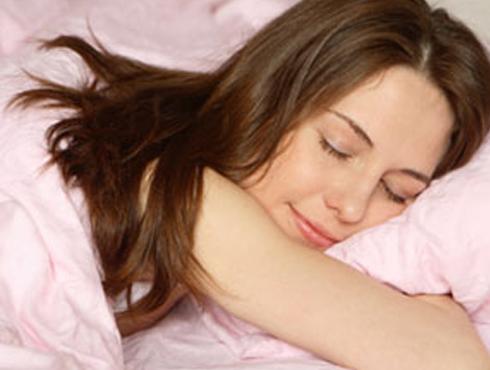 <h3>रात्री उशीरापर्यंत जागरण केल्यास</h3><br/><br>रात्री उशीरापर्यंत काम केल्याने, रात्रभर जागरण केल्याने त्याचा परिणाम फक्त तुमच्या रोजच्या जगण्यावर न होता तुमच्या शरीरावरही होतो. यामुळे ताण तर वाढतोच त्याचबरोबर चेहऱ्यावर सुरकुत्याही येतात.<br>