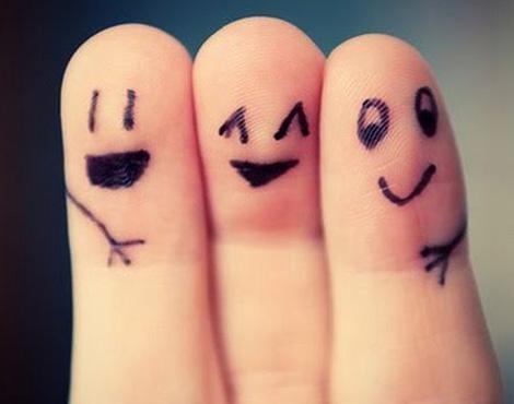 <h3>बॉलिवूडची मैत्री</h3><br/><br>मैत्री.... मैत्री म्हणजे काय? कशी होतो ही मैत्री? का होते ही मैत्री? कोणासोबत?... या प्रश्नांची उत्तर कधीच आपल्याला मिळत नाहीत. चांगले मित्र हे आपल्या सुख, दुःखात सात देणारे असतात.  बऱ्याचदा स्वार्थासाठी तर कधी आधारासाठीही ही मैत्री केली जाते, हे खरंय... पण, त्यातूनही कधी कधी चांगले मित्र सापडतात.<br> <br>आजच्या या मैत्री दिनानिमित्त पाहुयात चित्रपटांतून चित्रीत झालेली निखळ मैत्री...  <br>