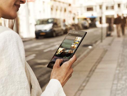 <h3>बेस्ट स्मार्टफोन</h3><br/>जगातील मोठा स्मार्टफोन असला तरी हा सगळ्यात स्लिम असा हा फोन आहे. तसेच याचे वजनाने ही फार हलका आहे. याची बॉडी ६.५ मिमी आणि याचे वजन फक्त २१२ ग्रम इतके आहे. हा दिसायला एकदम आकर्षक आहे. एक्सपिरिया झेड अल्ट्रा हा काळा, पांढरा आणि जांभळ्या रंगात उपलब्ध आहे.