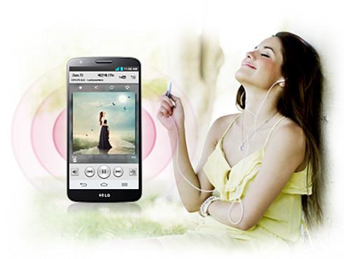 <h3>`एलजी जी२` चा साऊड</h3><br/>चांगला आवाज आणि मोठे आवाज आसणारा हा फोन आहे. एखादी गोष्ट एकून ते रेर्कोड करू शकतो. त्याचा आवाज हा चांगला असून उच्च रिजोल्यूशन व्हिडिओची सुविधा आहे. त्यामुळे आता अनेक चांगल्या वाद्याची टोन ऐकू शकतो. उच्च प्रतिचे ऑडीओ दिले आहेत. या व्यतिरीक्त मल्टि माइक रेकॉर्डिंग समाविष्टीत आहेत. <br>