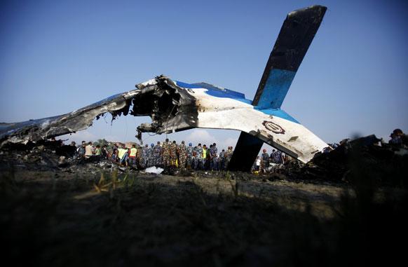 अपघातात विमानाची झालेली अवस्था