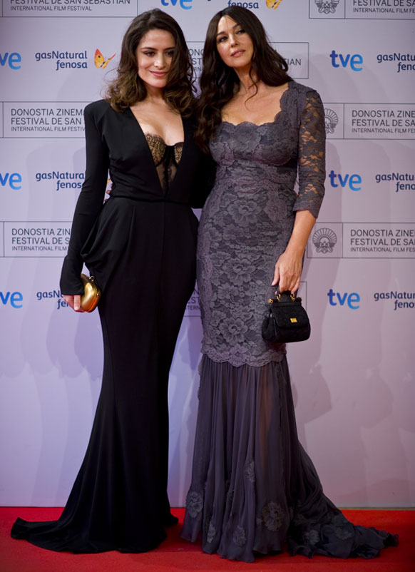 इटालीन अभिनेत्री मोनिका बेलुची आणि तुर्किस्तान अभिनेत्री बेलचीम  एका  फिल्म समारोह कार्यक्रमात सहभागी