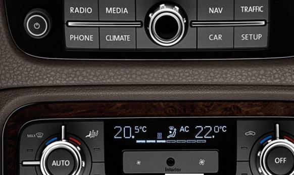 RCD 550 एमपी ३ आणि एमपी ४ सहित...  इंटिग्रेटड ६ सीडी चार्जर आणि ८ स्पीकर्स...