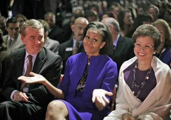 पहिला वादाच्या फेरीवेळी उपस्थित बराक ओबामा यांची पत्नी मिशेल ओबामा