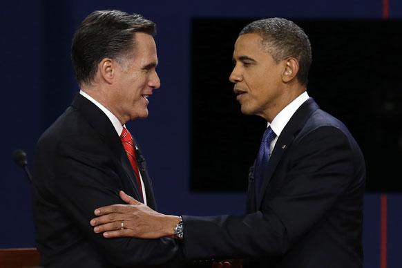 बराक ओबामा, मीट रॉम्नी यांच्यातील जाहीर वादापूर्वी एकमेकांना भेटताना
