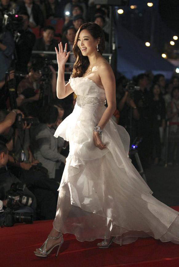 साऊथ कोरियातील आंतरराष्ट्रीय फिल्म फेस्टीव्हलमध्ये साऊथ कोरियन अभिनेत्री किम हा नेऊल