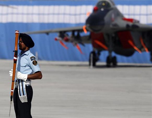 शत्रू कितीही शक्तीशाली असला तरी त्याला धूळ चारण्याची ताकत भारतीय हवाई दलात आहे.