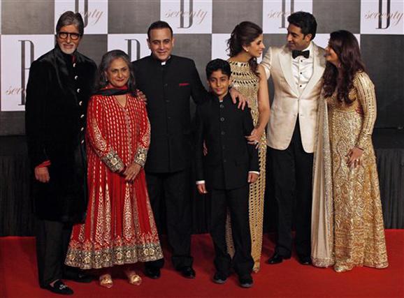 अमिताभ बच्चन यांच्या वाढदिवच्या निमित्तानं संपूर्ण बच्चन कुटुंबीय एकत्र....