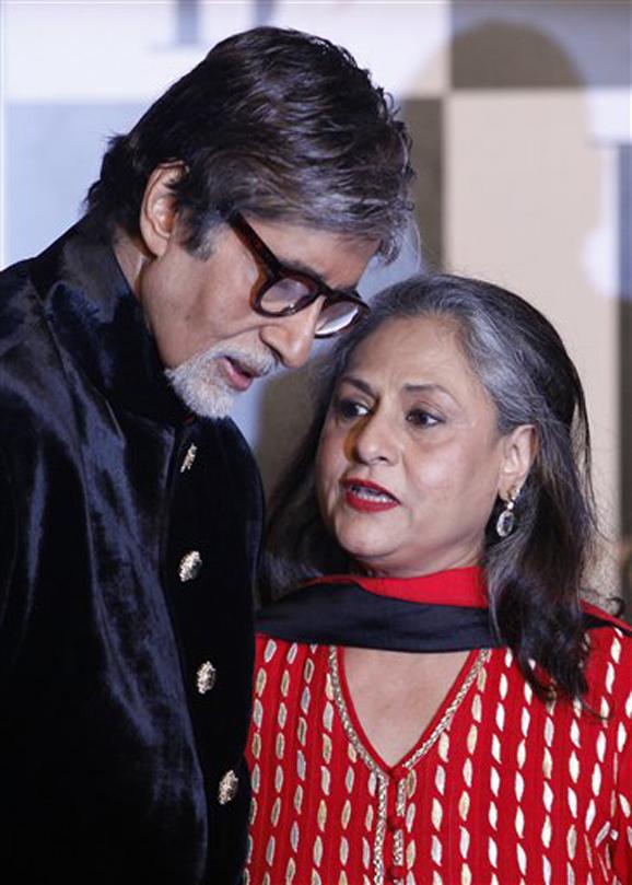 अमिताभ बच्चन पत्नी जयासोबत...
