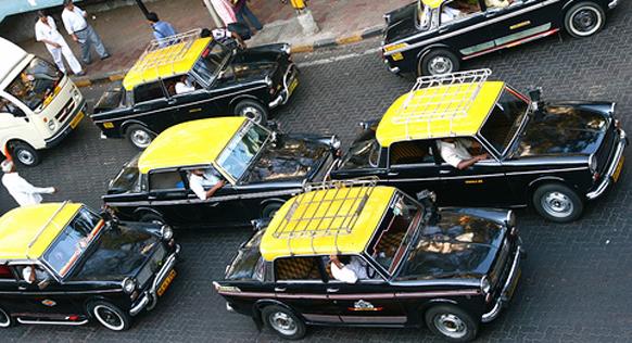 आता टॅक्सीचे दोन रूपयांनी भाडे वाढले आहे.