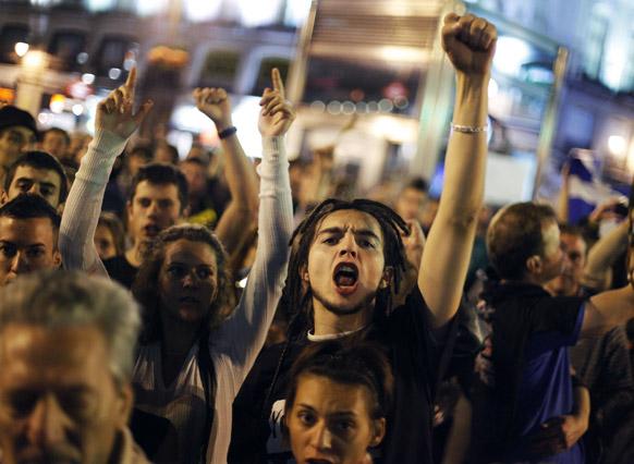आंदोलनकर्त्यांनी माद्रितमध्ये स्पेनचा हस्तक्षेप वाढल्याने निदर्शने करून निषेध व्यक्त केला. यावेळी घोषणा दिल्या.