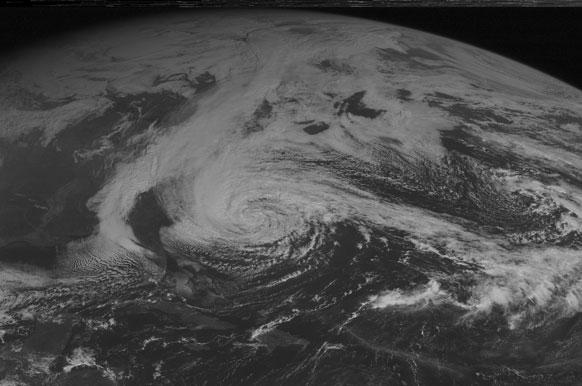 वादळाची स्थिती कशी असेल हे उपग्रहाद्वारे घेतलेल्या छायाचित्रात दिसत आहे.