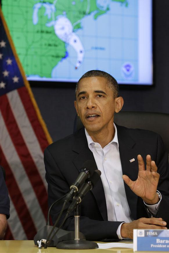 अमेरिकेतील वादळाचा सामना करण्यासाठी तयारी सुरू असल्याची माहिती मीडियाला देताना अध्यक्ष बराक ओबामा