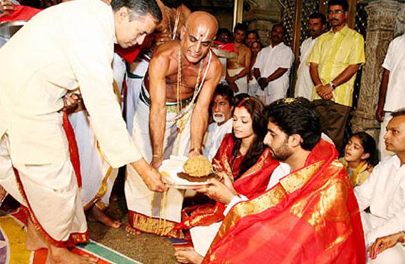 ऐश्वर्या रॉय आणि अभिषेक बच्चन लग्नानंतर तिरूपती मंदिरात