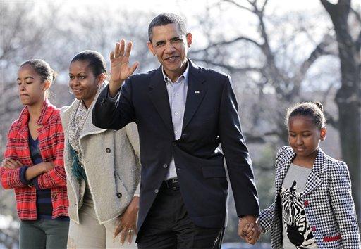 अमेरिकेचे राष्ट्राध्य़क्ष बरोक ओबामा,पत्नी मिशेल आणि मुली मीलास सशा