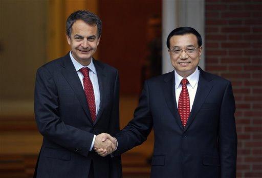 स्पेनचे पंतप्रधान जोस लुईस आणि चीनचे उपपंतप्रधान ली केक्युइंग यांचा माद्रीतमध्ये भेट झाली. यावेळी हस्तांदोलन करताना