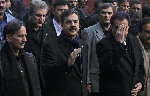 पाकिस्तानचे पंतप्रधान युसुफ राजा गिलानी, गृहमंत्री रेहमान मलिक यांनी पंजाबप्रांतात जावून सलमान तासीर यांचे अंत्यदर्शन घेतले