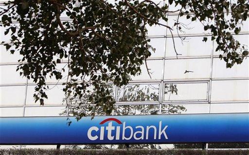 गुंतवणूक करणाऱ्या ग्राहकांना आणि व्यापाऱ्यांना गंड घालणाऱ्या सिटी बॅंकेच्या व्यवस्थापकाला अटक केली.