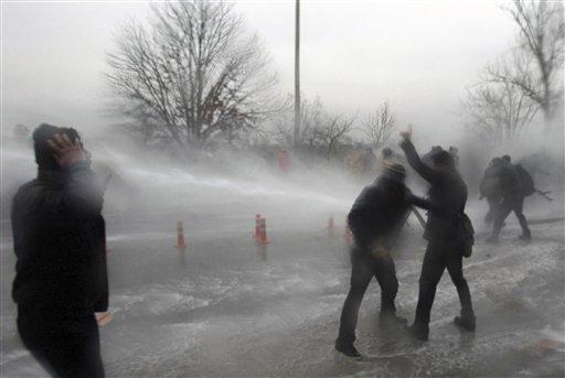तुर्कस्तानमध्ये पुन्हा संघर्ष उफाळून घेतला आहे. तुर्कीमधील विद्यार्थ्यांनी आंदोलन केले.