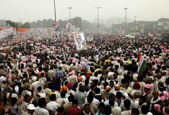 दिल्लीतील रामलीला मैदानावर जमलेला जनमुदाय