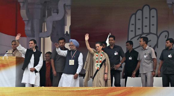 काँग्रेस महारॅलीच्यावेळी उपस्थित राहुल गांधी, पंतप्रधान मनमोहन सिंग आणि सोनिया गांधी