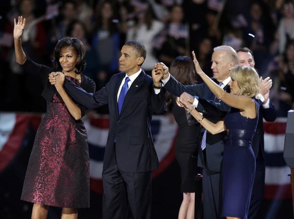 बराक ओबामा यांनी जनतेचे असे आभार मानले. सोबत त्यांचे सहकारी आणि पत्नी मिशेल