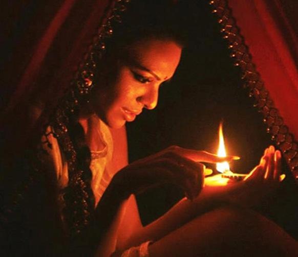 'कामसूत्र'ची नायिका शर्लिन चोप्रा...