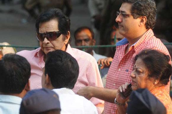 ज्येष्ठ अभिनेते मनोज कुमार हेही मातोश्रीवर दाखल झाले होते...