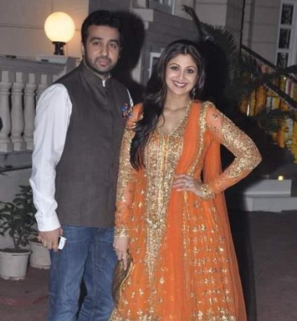 शिल्पा शेट्टी पती राज कुंद्रासह...