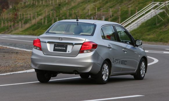 होंडाची नवी कार... होंडा अमेझ्... शानदार आणि दमदार