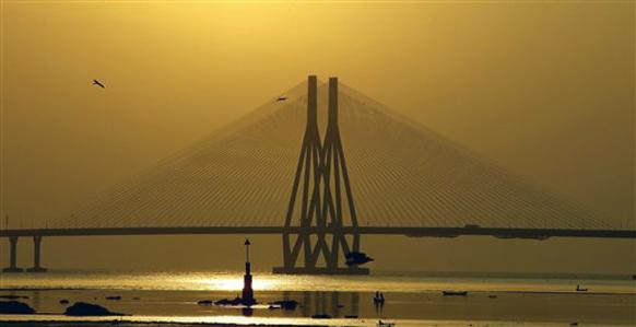 मुंबईतील सागरी सेतू....राजीव गांधी सी लिंकवरून मुंबई पहाट