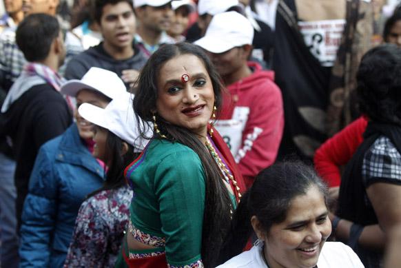 ए़ड्स विरोधात जनजागृतीसाठी नवी दिल्ली येथे आयोजित एका रॅलीमध्ये सामील झालेली तृतीयपंथीयांचे प्रतिनिधीत्व करणारी लक्ष्मी त्रिपाठी